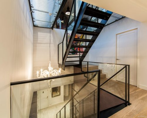 stalen trap en stalen balustrade laten maken en plaatsen