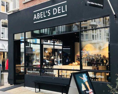 Stalen buitenpui bij Abel's Deli in Utrecht