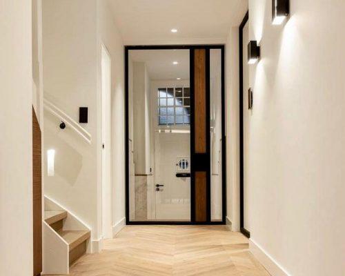 Stalen deur met spiegel in Amsterdamse designwoning
