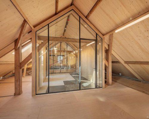 Hout en staal is een prachtige, trendy combinatie in het interieur